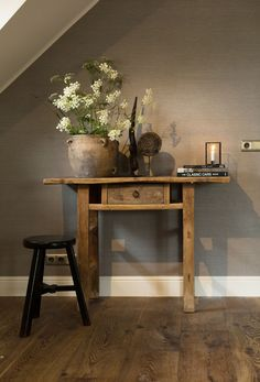 Looking to transform your home into a rustic retreat? Take a look at our farmhouse-inspired rustic home decor ideas. House Design, Rustic House, Interior Rugs, Decor, House Interior, Home, Interior, Home Decor, Rustic Room