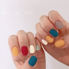On average, the finger nails grow from 3 to millimeters per month. If it is difficult to change their growth rate, however, it is possible to cheat on their appearance and length through false nails. Cute Acrylic Nails, Cute Nails, Pretty Nails, Hair And Nails, My Nails, Fall Nails, Spring Nails, Multicolored Nails, Uñas Fashion