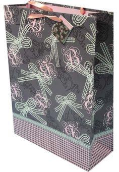 #Geschenktaschen #Geschenktüten Elegant, Alexander Mcqueen Scarf, Fashion, Deco, Classy, Moda, Chic, Fashion Styles, Fasion