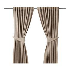 IKEA - BLEKVIVA, Gordijnen met embrasse, 1 paar, , De dichtgeweven gordijnen maken de kamer donkerder en zorgen voor privacy omdat je van buitenaf niet naar binnen kan kijken.Het jacquardweefsel geeft het gordijn een patroon met een enigszins verhoogd reliëf.De gordijnen kunnen aan een gordijnroede of aan een gordijnrail gehangen worden.Met het plooiband kan je eenvoudig plooien maken. Te completeren met de RIKTIG gordijnhaken.Door de blinde lussen kan je het gordijn direct aan een ...