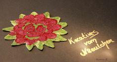 Ausgefallener Untersetzer in Form eines Rosenstrauß' aus Polymer Clay.     Polymer Clay ist eine ofenhärtende Modelliermasse, die es in verschiedenen