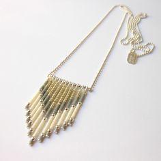 -Chaine en Argent 925/1000)   -Petites perles de verre japonaises -Petites perles en argent  Couleurs: Gris, crème et argent  _+Natasha R. Bijoux - Marseille+_