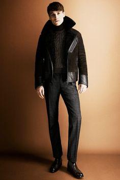 Aviator jackets - Tom Ford leather jacket from AW show Look Fashion, Fashion Show, Mens Fashion, Fashion Styles, Fashion Coat, Daily Fashion, Fashion Ideas, Fashion Tips, Madrid