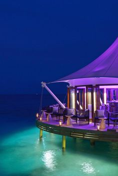 Sip post-dinner drinks at the Edge Lounge as you gaze out over the ocean. PER AQUUM Niyama (Maldives) - Jetsetter