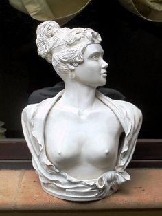 """""""PAOLINA"""" Opera di Tony Alonzo, eseguita in creta bianca modellata e scolpita. Cm. 50 x 60 www.tonyalonzo.weebly.com"""