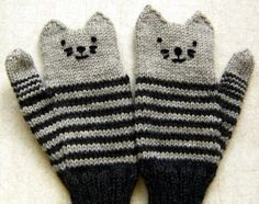 Ravelry: Kitten Mittens pattern by Alyssa Lynough - FREE knitting pattern Knitting For Kids, Knitting Projects, Baby Knitting, Crochet Projects, Free Knitting, Knitting Ideas, Mittens Pattern, Knit Mittens, Mitten Gloves
