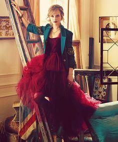 { Emma Watson gorgeous dress and jacket }