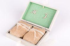 #Caja de #madera porta #anillos #personalizada #boda Hiedra y Jaime #ceremonia, pintada a mano #flores #silvestres