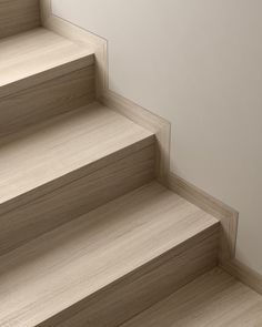 Read Filomuro skirting on Garofoli website and let be inspired by our furnishing ideas. Stairs Tiles Design, Staircase Design, Tile Design, Stairs Skirting, Floor Skirting, Interior Stairs, Interior Trim, Home Interior Design, Basement Stairs
