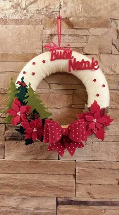 of the best DIY Christmas wreath ideas DIY projects – Christmas Crafts Easy Christmas Ornaments, Felt Christmas Decorations, Christmas Wreaths To Make, Noel Christmas, Christmas Projects, Simple Christmas, Christmas 2019, Deco Table Noel, 242