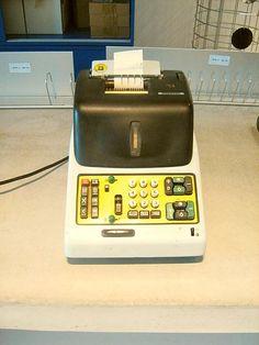 Vecchia calcolatrice Olivetti