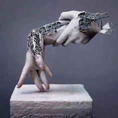 Fragment of Long Term Memory est une série fascinante de l'artiste japonaise Yuichi Ikehata, qui mélange sculpture, photographie, fil de fer, céramique et p