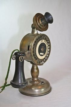 Abject Home Telephones Telephone Vintage, Vintage Phones, Vintage Decor, Vintage Antiques, Shabby Vintage, Antique Items, Vintage Items, Antique Phone, Old Technology
