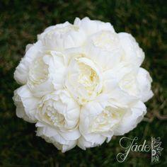 Bazsarózsacsokor élethű bazsarózsákkal #bazsarózsa #peonia #pünkösdirózsa #menyasszonyicsokor #örökcsokor Jade, Flowers, Plants, Plant, Royal Icing Flowers, Flower, Florals, Floral, Planets