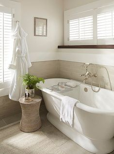 European-style soaking tubs, heated floors, and products by Côte Bastide encourage indulgence and self-care.