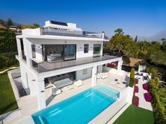 New to the market! Stunning modern luxury villa located in Nagueles, one of the top areas of Marbella Golden Mile, offering easy access to Marbella centre, 10 minutes' drive from Puerto Banus. The property is built to highest specifications with great attention to detail and using top quality materials and installations. The villa is distributed over 3 levels including basement, plus a spacious solarium roof terrace.