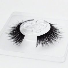 Mink False Eyelashes Tips & Hacks from the Minki Lashes Queen - Minki Lashes - Best Mink Eyelashes False Eyelashes Tips, Applying False Eyelashes, Mink Eyelashes, Types Of Eye Shapes, Different Types Of Eyes, Cat Eye Makeup, Smokey Eye Makeup, Eyelash Tips, Firming Eye Cream