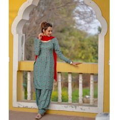 Patiala Suit Designs, Salwar Neck Designs, New Kurti Designs, Punjabi Suits Designer Boutique, Indian Designer Outfits, Indian Outfits, Simple Indian Suits, Different Types Of Dresses, Stylish Photo Pose