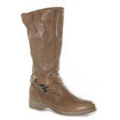 Stivale alto di gamba sfoderato in pelle sfumata color cuoio.