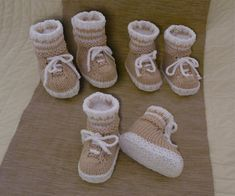 Sneaker Booties with Make Believe Socks for 0 12 months Free Baby Patterns, Baby Knitting Patterns, Baby Booties, Baby Shoes, Bee Wings, Make Believe, Free Baby Stuff, Knitting Needles, Booty