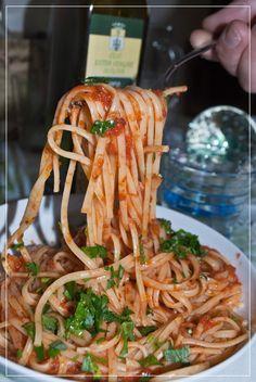 Für alle, die es gern scharf mögen: Pasta all'arrabbiata, wütende Nudeln mit der piknaten Gewürzmischung von Frantoio San Luigi und Olivenöl Gold der Maremma  #frantoiosanluigi, #frantoio, #chili, #pasta, #arrabbiata, #allarrabbiata, #nudeln, #nudelsauce, #rom, #latium, #olivenol