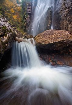 Rainbow-Falls-in-autumn,-Adirondack-Mountain-Reserve,-Adirondack-State-Park,-New-York-(Ian-Plant)