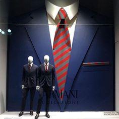 Visual Merchandiser, styling and still life designs Fashion Window Display, Window Display Retail, Fashion Displays, Clothing Displays, Display Design, Store Design, Display Ideas, Fashion Retail Interior, Vitrine Design