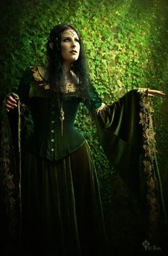 larpers-are-sexy:  Wood Elf by *Aurelia-Isabella (I'm borrowing a couple ideas for my door guardian. Sleeves are big enough to hold things - hands out will allow them to hold things. Maybe in a palms up position?)