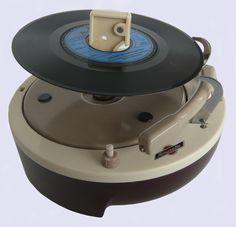 Joboton Amusette portable record player (1957) Portable Record Player, Vinyl Record Player, Record Players, Vinyl Records, Rare Vinyl, Vintage Records, Band Photos, Music Images, Phonograph