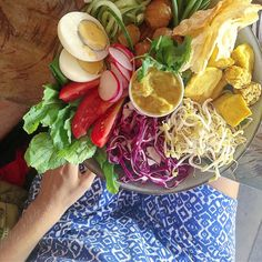 """If I owned a restaurant I'd call this """"Veggie Garden in a Bowl""""  Because that's exactly what it is - dur. My kinda place! . #Bali #Healthyeats #yummy"""