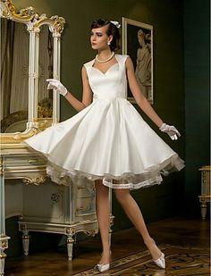 Queen - Ann satin wedding dress. Lovely.