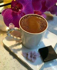 Coffee Vs Tea, Spiced Coffee, I Love Coffee, Coffee Cafe, Coffee Drinks, Brown Coffee, Sunday Coffee, Coffee Break, Chocolate Sweets