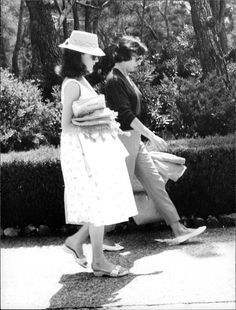 Rare Audrey Hepburn — A pregnant Audrey Hepburn on vacation with friends...