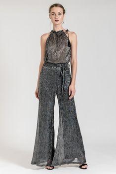 These metallic wide leg trousers will make you the queen of style! Wide Leg Trousers, Trousers Women, Fashion Moda, Latest Trends, Jumpsuit, Belt, Metallic, Dresses, Style