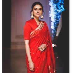 23 Trendy Full Neck Blouse Designs of This Year Indian Wedding Outfits, Indian Outfits, Pakistani Outfits, Wedding Dress, Indian Beauty Saree, Indian Sarees, Silk Sarees, Sari Dress, Saree Blouse