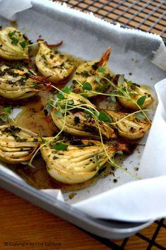 Ovnbagte løg er en total undervurderet spise! De smager så godt og særligt denne honning/timian blanding, som fordeles på løgene, er helt fantastisk. De er super, som tilbehør til en god steg, en s… Veggie Dishes, Side Dishes, Food Inspiration, Love Food, Tapas, Happy Hour, Dinner Recipes, Veggies, Food And Drink