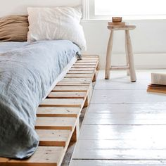 bed platform made from shipping pallets