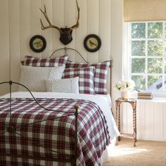Newest Absolutely Free linen Farmhouse Bedding Suggestions Farmhouse style bedding has a certain feel to it. Light, clean , crisp, neutral and rustic are just Farmhouse Bedroom Furniture, Farmhouse Style Bedrooms, Farmhouse Chic, Plaid Bedding, Plaid Quilt, Plaid Fabric, Plaid Bedroom, Plaid Blanket, Quilt Bedding