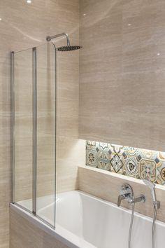 Vodevil Octagono Musichalls Multcolor 20x20 Vives Apartment Bathroom Design, Bathroom Design Layout, Bathroom Design Inspiration, Bathroom Design Luxury, Modern Bathroom Decor, Modern Bathroom Design, Small Bathroom, Toilet Design, Home Living