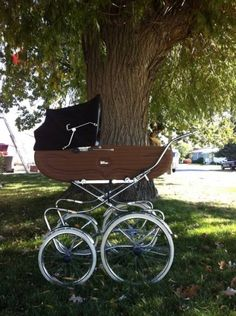 1970 Antique Perego stroller made in Italy Pram Stroller, Baby Strollers, Silver Cross Prams, Vintage Pram, Prams And Pushchairs, Baby Prams, Travel System, Baby Carriage, Baby Family