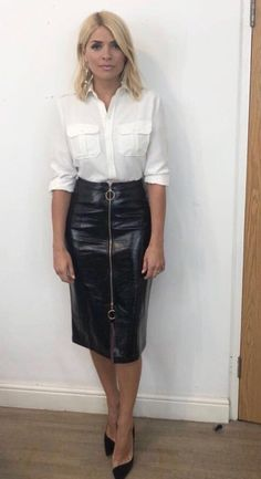 Holly Willoughby outfit: Celebrity Juice star stuns in Kitri leather skirt and Fenwick shirt for ITV show appearance but some fans express concern: Are you OK though? Holly Willoughby Hair, Holly Willoughby Outfits, Celebrity Outfits, Sexy Outfits, Stylish Outfits, Fashion Outfits, Fashion Ideas, Fashion Design, Long Leather Skirt