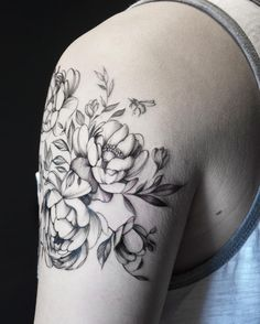 #blacktattooart #onlyblackart#equilattera #instainspiredtattoos #taot#tattooistartmag #skinartmagazine#iblackwork #inkstinctsubmission#skinartmagazine #wiilsubmission#whichinkilike #blackworkers_tattoo#skinartmag #tatuando #radtattoos#botanical #botanicaltattoo#tattooselection #inkedmag#the_tattoo_insta#tattooarmadasubmission #shareink#igtattoogirls #inspirationstatto#tattoolookbook #detail #linework #torontotattoo #torontotattooartist #torontotattooshop botanical 👌🏻