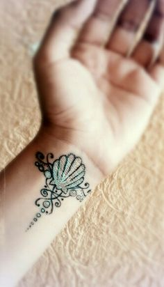 Fake tattoo....so cute and not permanent!! Sharpie Tattoos, Fake Tattoos, Body Art Tattoos, Cool Tattoos, Tatoos, Awesome Tattoos, Mermaid Thigh Tattoo, Mermaid Tattoos, Seashell Tattoos