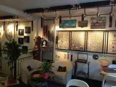 Le Boucl'Art - 19bis rue Henri Bazin - 54000 Nancy - Café / Bar / Brasserie - Expositions / Ateliers / Vernissages / Concerts / Vide Dressing ... Lundi / Mercredi / Jeudi / Vendredi : 12h / 19h - Samedi 14h / 19h - Fermeture à Minuit selon le Planning des Soirées ...