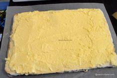 Prăjitură de casă cu mac și cremă de vanilie - rețeta cu blaturi din albușuri   Savori Urbane Sweet Desserts, Cornbread, Cheesecake, Mac, Ethnic Recipes, Food, Kuchen, Millet Bread, Cheesecakes