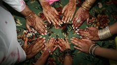 Manos pintadas con henna