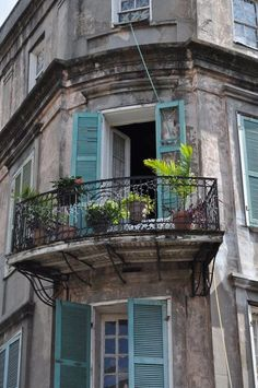 """Paris Cafe New Orleans Paris cafe Desery w Restauracji """"Pod ? Louisiana History, Louisiana Homes, New Orleans Louisiana, New Orleans Homes, New Orleans Apartment, New Orleans Architecture, French Architecture, Case Creole, Haint Blue"""