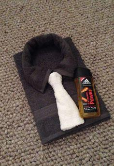 Te maken van een handdoek, gastendoekje en washandje. Op elkaar te bevestigen d.m.v. spelden.