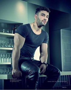 Look At These Men's Jackets. Find out some terrific guys fashion. With so much style for guys to choose from currently, it can be a challenging encounter. Mens Leather Pants, Tight Leather Pants, Men's Leather, Leather Fashion, Mens Fashion, Leder Outfits, Men Photography, Muscle Men, Gorgeous Men
