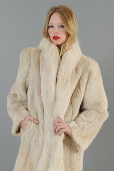 Vintage Fur Coat  #vintage #fashion #vintagefashion #wardrobot